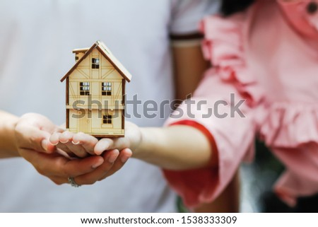 Soft Focus,The idea of giving love and confidence to his lover and the promise to give stability to the family by building a house and giving time to the lover forever.Symbols of love and gift giving