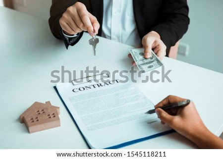 Home sales brokers and real estate investors are exchanging with investors being filing cash at the agent's hand. #1545118211