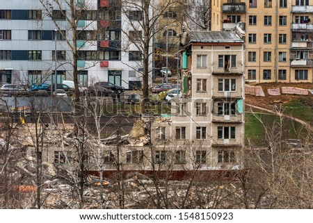 Demolition of an old residential building in a residential district. #1548150923