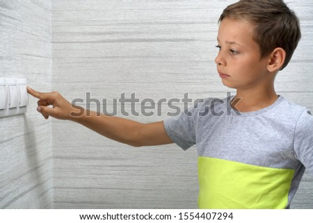 Kid turns off the light at home                       #1554407294
