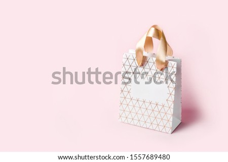 White Geometric shopping bag on pink background. Holiday sale concept, isometric view. #1557689480
