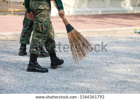 A Thai armies are voluntarily cleaning public area.