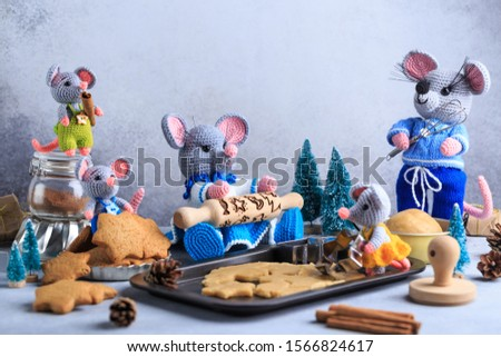 Knitted mouse family is cooking cookies. Year of rat. symbol of 2020. #1566824617