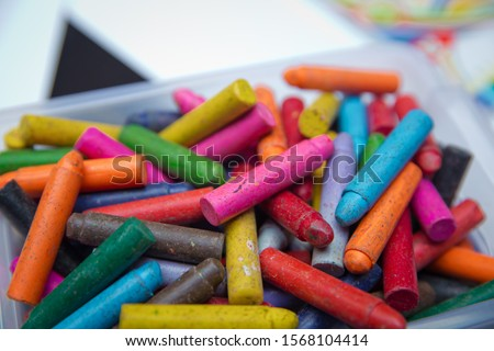 Wax color crayons all messed up . Crayons on the table. Montessori wood color gamut . crayon and paper photos on the table, colorful theme backgrounds, drawing theme wallpapers . Plastic box #1568104414