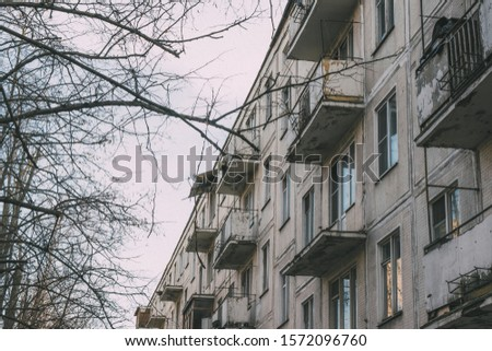 The facade of the old apartment building, which is ready for demolition, all tenants have already been evicted, renovation #1572096760