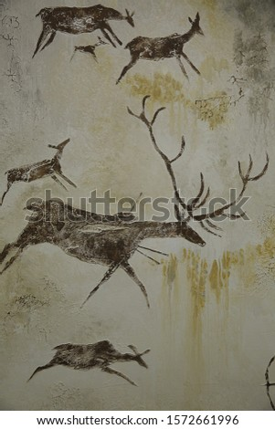 Texture wall paintings the cave drawings of primitive animals deer pictures hunting on the wall the ancient world