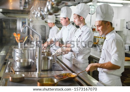 cook cooks in a restaurant #1573167070