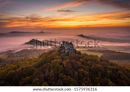 Oltarik is a castle ruin on the hill of the same name in the Ceske stredohori Mountains. It rises above the village of Dekovka ten kilometers southwest of Lovosice in the district of Litomerice #1575936316