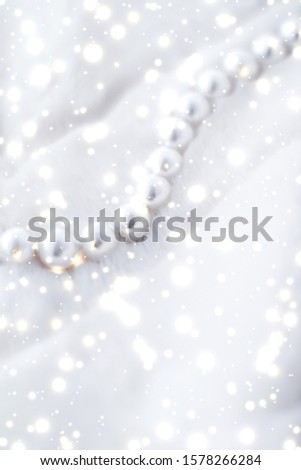 Jewelry branding, elegance and sale concept - Winter holiday jewellery fashion, pearl necklace on fur background, glamour style present and chic gift for luxury jewelery brand shopping, banner design #1578266284