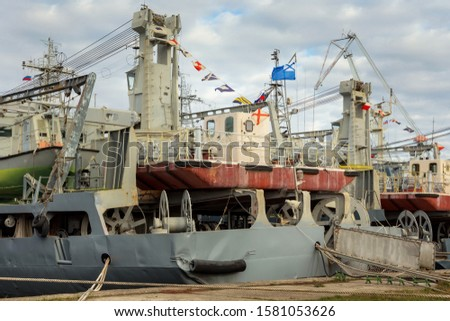 Russian marine vessels intended for degaussing of the other ships (is the process of decreasing or eliminating a remnant magnetic field and reduce magnetic signatures). #1581053626