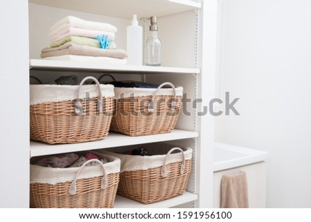 A simple dressing room for a family #1591956100