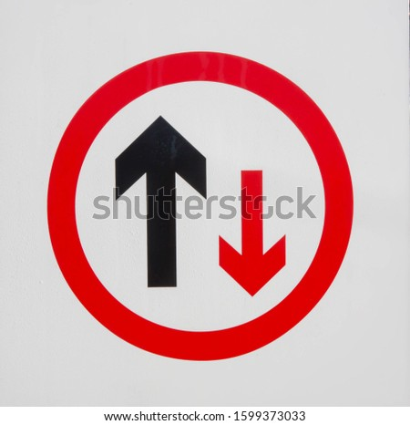 Sign giving priority to traffic travelling in one direction.