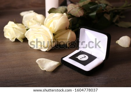 Waiting for proposal to get married. Will you marry me. Gift and flowers as a manifestation of love and feelings. Conceptual vision of creating a family. Why does he not call to marry.  #1604778037