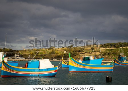 picture of typical maltese boats in the harbor