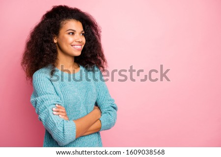 Close-up profile side view portrait of her she nice attractive lovely charming pretty fashionable cheerful cheery content wavy-haired girl folded arms isolated over pink pastel color background #1609038568