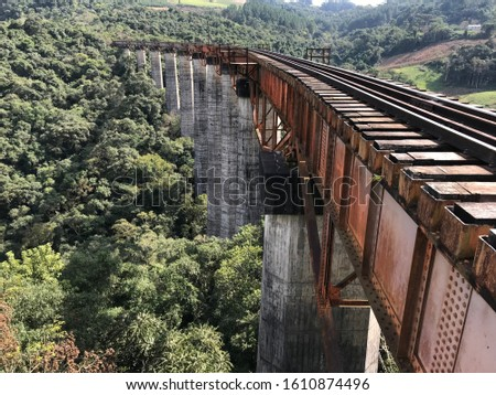 hight bridge in south of Brazil, most of 150 meters of the floor, still active, but people go for walks, ignoring lack of support in case of train or risk of falling #1610874496
