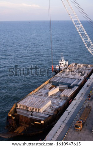 Operations unloading General Cargo at the port. #1610947615