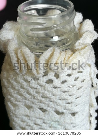 White tone pictures Knitted with beautiful pattern yarn covering the water bottle.