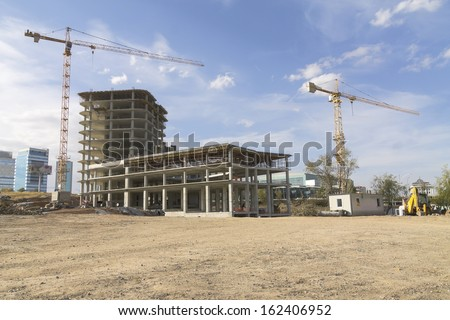 Construction site with cranes Royalty-Free Stock Photo #162406952
