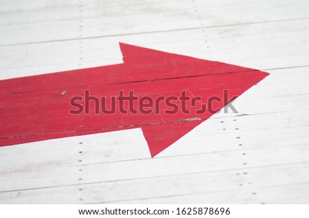 Arrow pointing me the path I should follow #1625878696