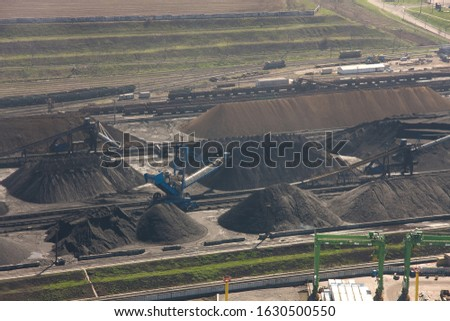 Unloading coal from an open storage warehouse using a reclaimer and conveyor equipment. As well as loading with a stacker #1630500550