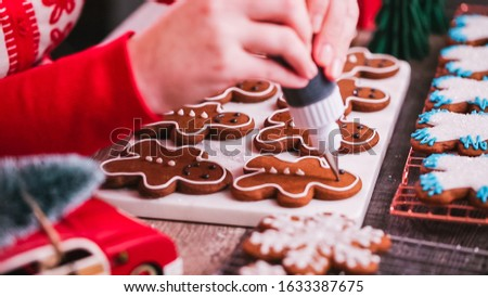 Step by step. Decorating gingerbread cookies with royal icing.