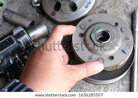 Mechanic to repair or check the motorcycle belt system, the engine belt system of the engine #1636285507