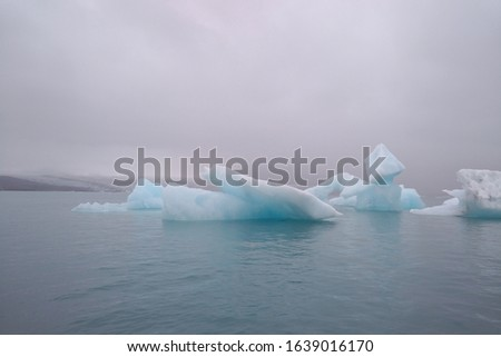 picture of the glacier and iceberg in Iceland