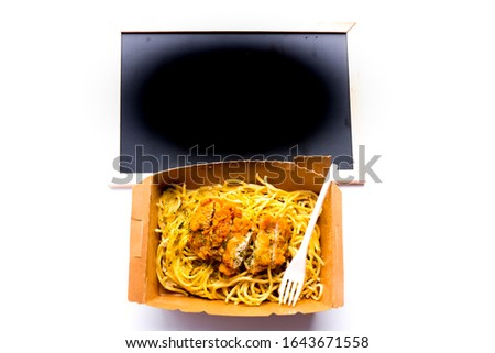 A flatlay picture of spaghetti carbonara with fried chicken and copyspace blackboard.