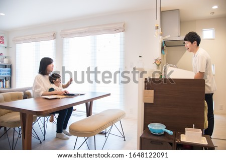 Parents and their parents who do housework #1648122091