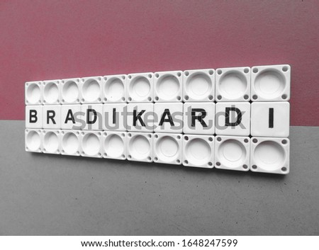 Bradikardi, word cube with background. #1648247599