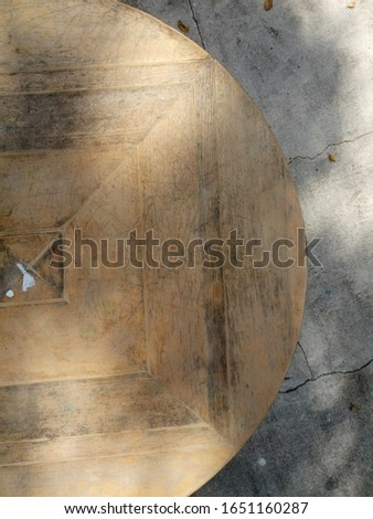 Wood surface of a circle table. Textured natural surfaces. #1651160287