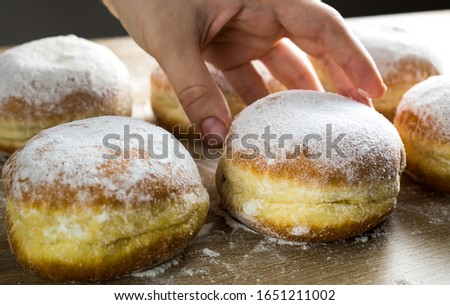 The buyer buys a donut from the counter. #1651211002