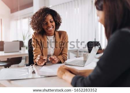 Client consulting with a agent Royalty-Free Stock Photo #1652283352