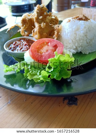 lunch, a set of fried chicken with steamed rice, slices of tomato and cucumber #1657216528