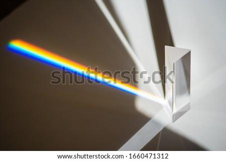 Transparent prism for light education expriments