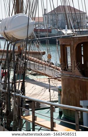 Sailboat mast. Picture of sailing ship