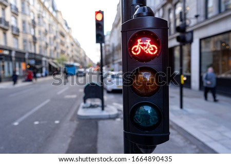 red cycle traffic light in the city of London