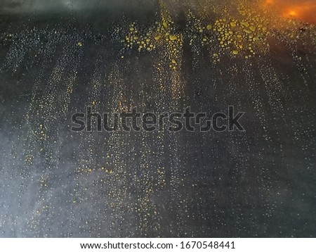 The water on the steel plate, but the steel plate is coated with the oil, sparkling the precipitation on the steel plate #1670548441