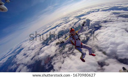Drug. Extreme depends on the speed. Adrenaline. Skydiver in free fall. #1670980627