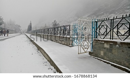 Snowfall on Road, Gates Beautiful pictures