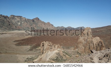 Picture of moon landscape with hardened lava and brown rocks