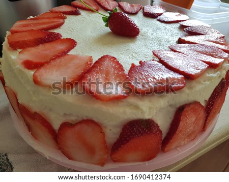 bday cake with strawberry and cream