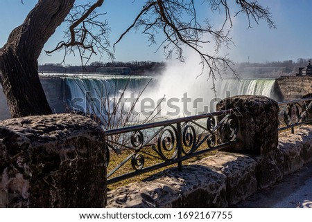 The picturesque Horseshoe Falls is especially pretty when the sun is shining