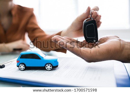 Giving Car Keys After Signing Car Loan Agreement