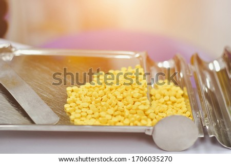 Pharmacist is counting pills on counting drugstore,Pills in pill counting tray,Orange tablets medicine on the drug count tray,Tablets medicine on the drug count tray, #1706035270