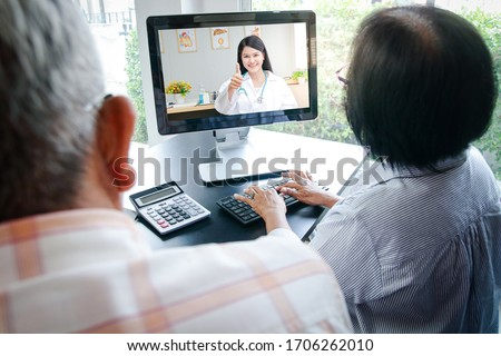Asian elderly couples using computers Online video calling Talk to the doctor from home to inquire about health problems. Concept of social distance, hospital treatment #1706262010