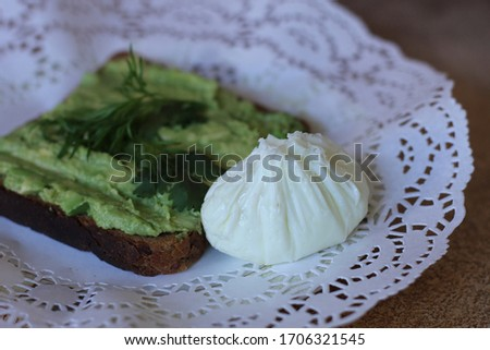 An ideal breakfast for those who follow their figure. The perfect breakfast for the ketone diet. Breakfast according to the proper nutrition system. Sandwich with avocado and poached egg. #1706321545