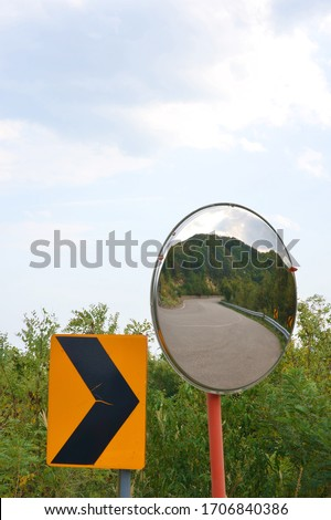 signs and reflectors to help drive a car #1706840386