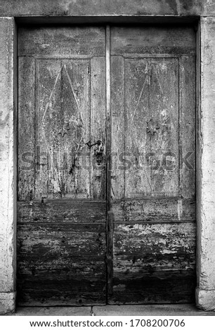 Old wooden door with some details and many signs of ageing. #1708200706
